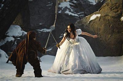 白雪公主拿起武器-魔镜魔镜 首映 黑心皇后最美丽