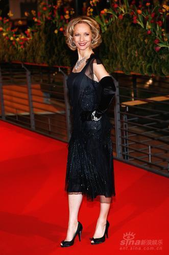 图文:第58届柏林电影节红毯--女星凯瑞古典造型
