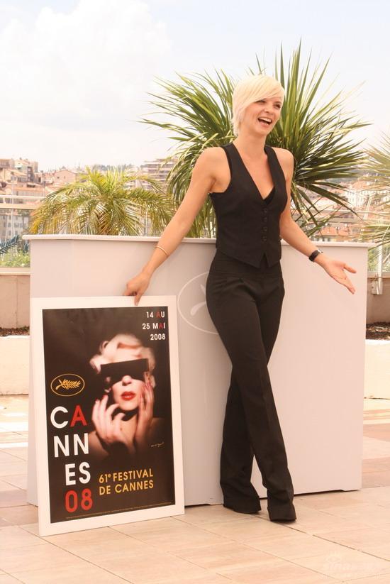 组图:昆汀戛纳举行讲座海报模特阿诺克亮相