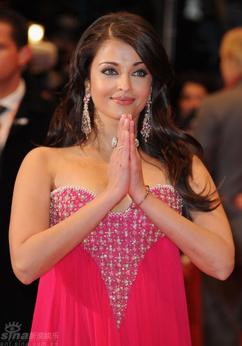 组图:让-雷诺首映帅气不凡印度女星惊艳四座