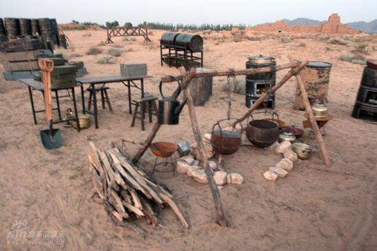 图文:《木乃伊3》河北片场--遍地汽油桶和柴火