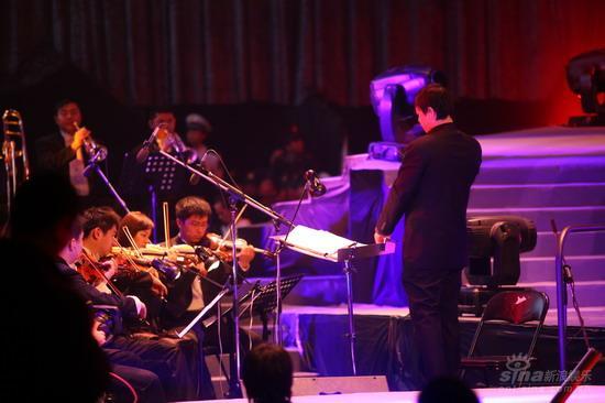 图文:《集结号》首映现场交响乐团助阵首映礼