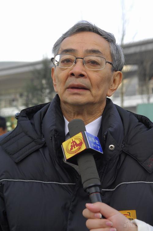 图文:电影家协会主席吴贻弓为孙老送行表心声