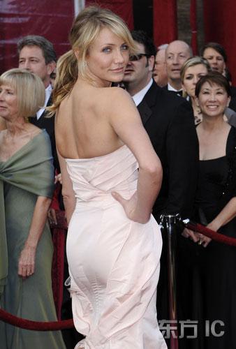 图文:卡梅隆-迪亚兹粉色露背礼服典雅亮相红毯