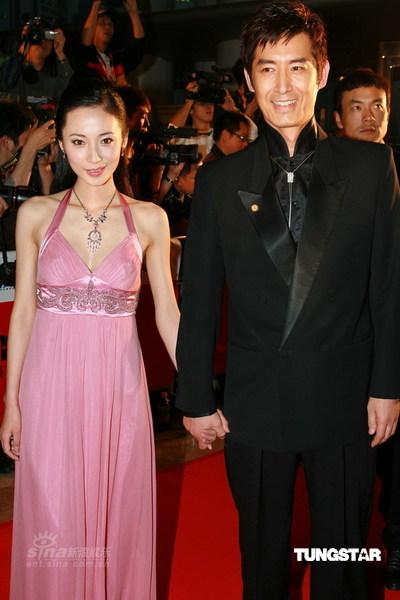 图文:《我的左手》主角徐筠与马跃踏上红毯