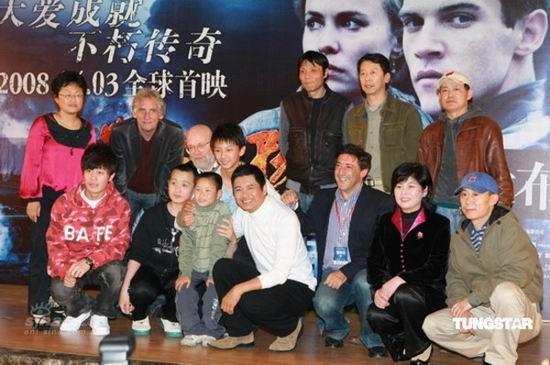 图文:《黄石的孩子》首映--主创集体合影