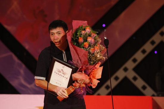 图文:华电传媒奖颁奖--《集结号》获奖冯小刚致辞