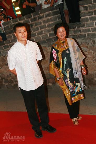 图文:龙的传人颁奖典礼红毯--任程伟与郑佩佩