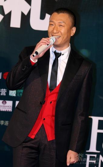 图文:《梅兰芳》首映红毯--孙红雷受访笑容灿烂