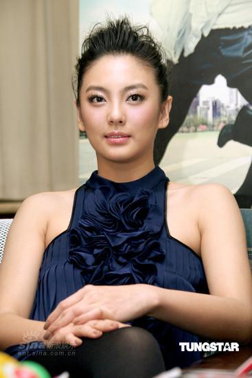 图文:《女人不坏》上海首映--张雨绮静若处子