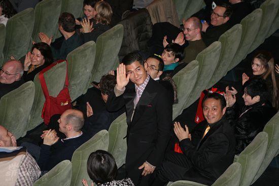 图文:柏林直击--郭富城向到场观众挥手致意