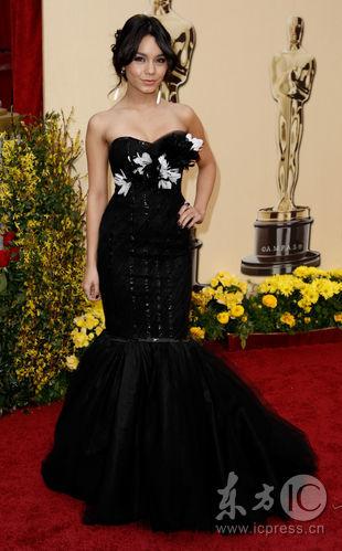 图文:奥斯卡红毯--凡妮莎-哈金斯礼服别致
