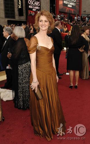 图文:奥斯卡红毯--梅丽莎-里奥气质优雅