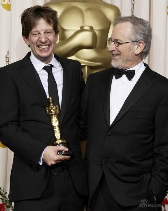 图文:奥斯卡后台--《贫民》制片和斯皮尔伯格