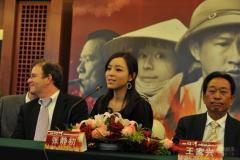 《红河》首映揭谜底张静初裸替为越南女孩