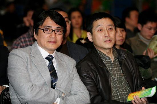 图文:大学生电影节开幕-汤镇宗(左)与王冀邢