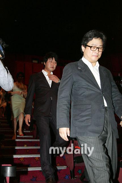 图文:《蝙蝠》媒体首映-宋康昊与朴赞旭