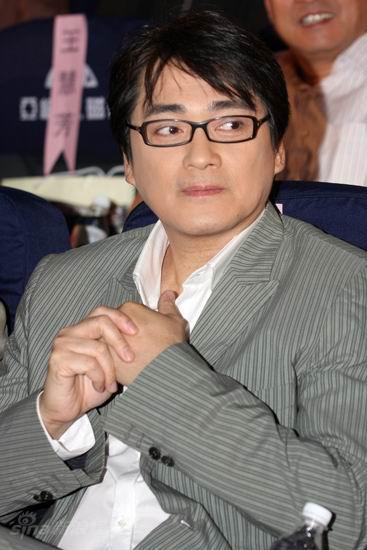 图文:《邓稼先》首映--汤镇宗戴黑框眼镜