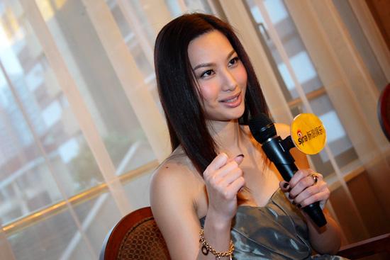 图文:徐子珊专访-徐子珊比划功夫