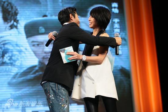 图文:《白银帝国》首映--郭富城拥抱许茹芸