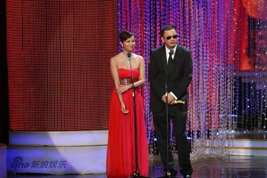 图文:第13届华表奖现场-徐静蕾和王家卫