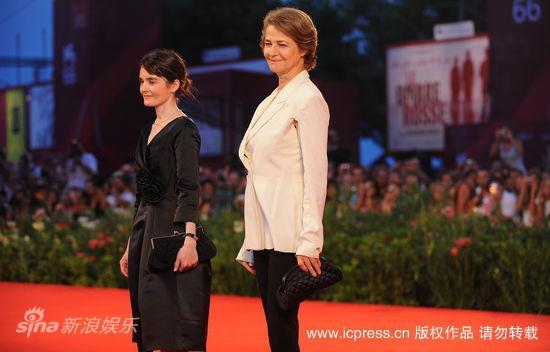 图文:《战时生活》红毯-两代女星同场竞艳