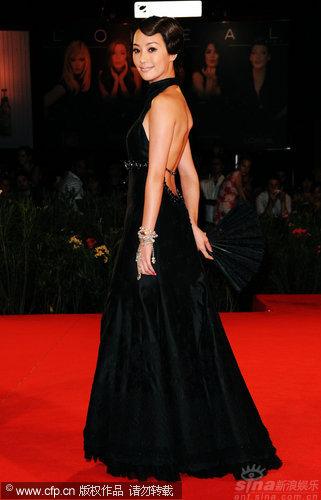 图文:《泪王子》首映红毯-关颖礼服华贵
