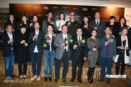 图文:亚洲电影大奖提名公布-与会影人合影