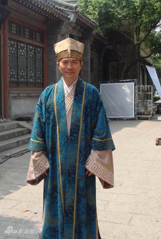 图文:黄健翔客串《三笑》-黄健翔戏中造型
