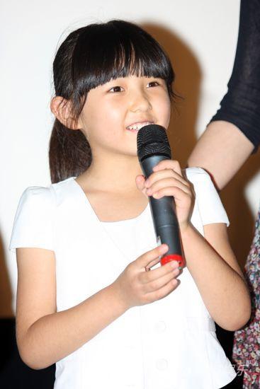 图文:华谊影院开业-小演员张子枫