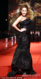 组图:萧亚轩黑裙裹身妩媚亮相低胸秀香肩