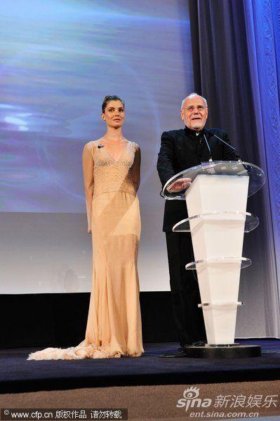 威尼斯电影节主席马克-穆勒登台讲话