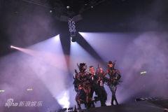 陈小春助阵黎明演唱会共祝新片《鸿门宴》过亿