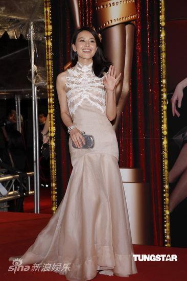 图文:香港金像奖红毯-高圆圆复古发型