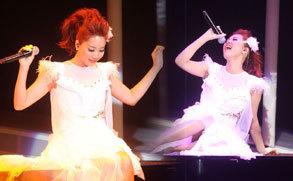 A-Lin台北唱天后歌 大秀120公分修长美腿