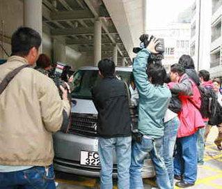 媒体记者追拍郑欣宜座驾