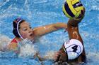 女子水球荷兰一分险胜美国折桂