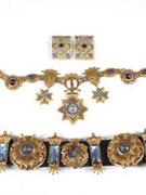 宝石简章、项链和腰带