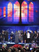 合唱团唱起颂歌