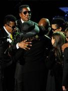 杰克逊家人拥抱