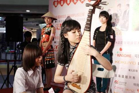 国语学院的古典美女表演了琵琶演奏-2012第五季校园女生大赛杭州