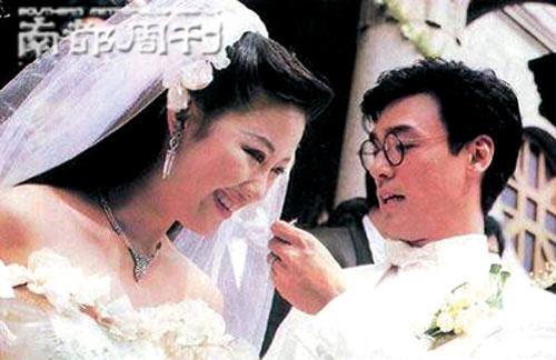 钟镇涛出书曝忍章小蕙多年 与现任女友不结婚
