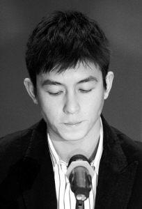 陈冠希宣布退出香港娱乐圈5分钟声明13次道歉