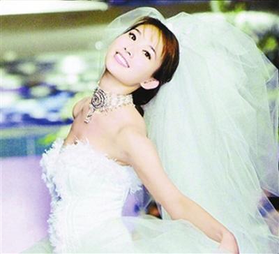 林志玲顶着台风会男友林妈妈对婚期问题装傻