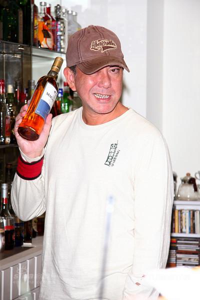 黄秋生台湾开夜店强调不爱把妹纯喝酒(图)
