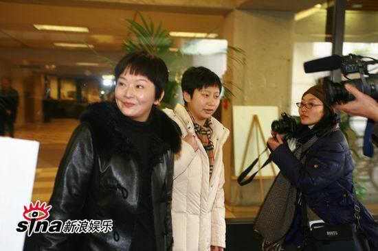 陈冠希温哥华出庭取证陈冠希母亲到庭旁听(图)