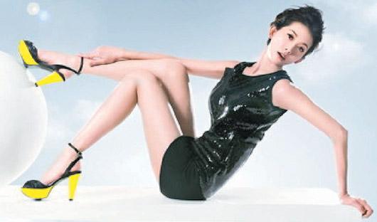 林志玲为鞋代言广告中露修长美腿(图)