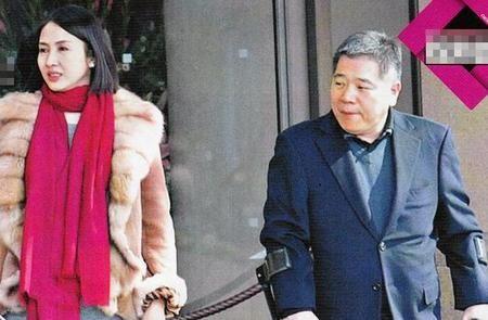 黎姿挺大肚庆结婚周年伺候富豪老公游东京(图)