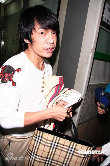 台湾艺人大炳三度吸毒检署起�V请求加重其刑