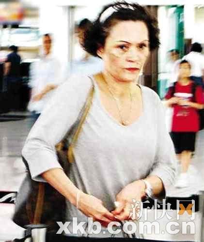 柏芝妈妈返港支持女儿